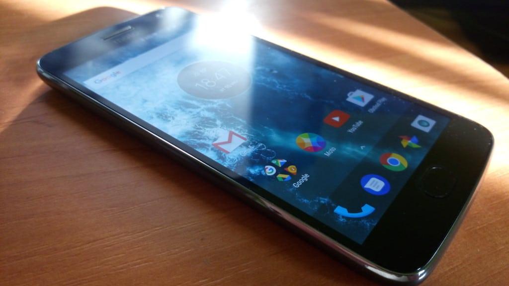 Moto G5 Plus rozsvietený displej