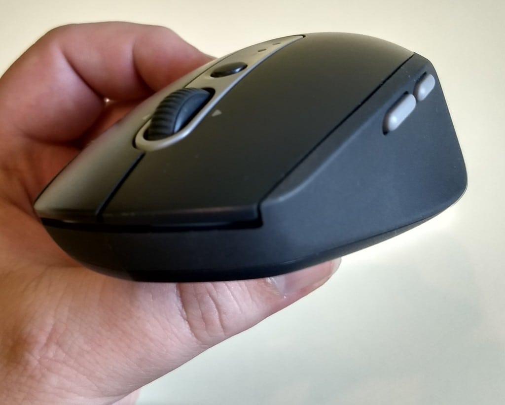 Na boku myši nájdete programovateľné tlačidlá.