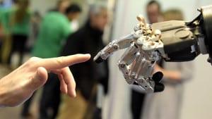 human vs robot hand