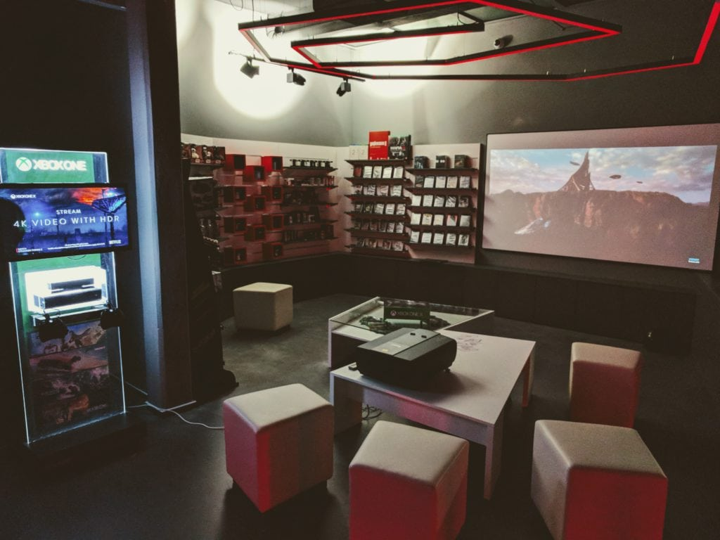 Black Dragon showroom 02