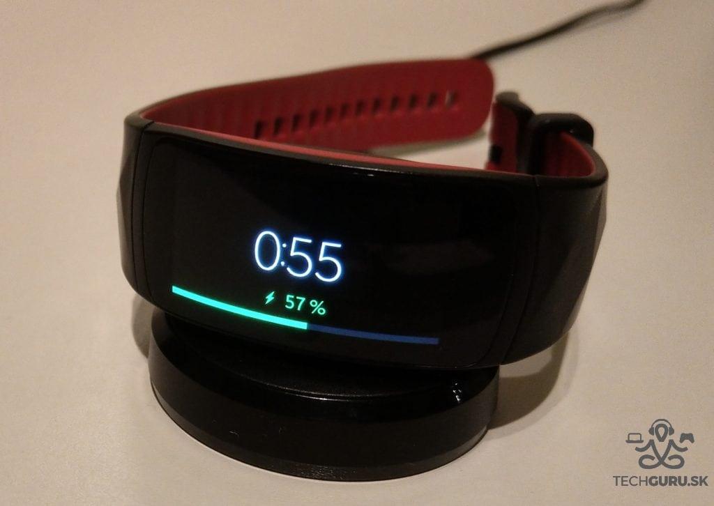 Samsung Gear Fit 2 Pro nabíjanie