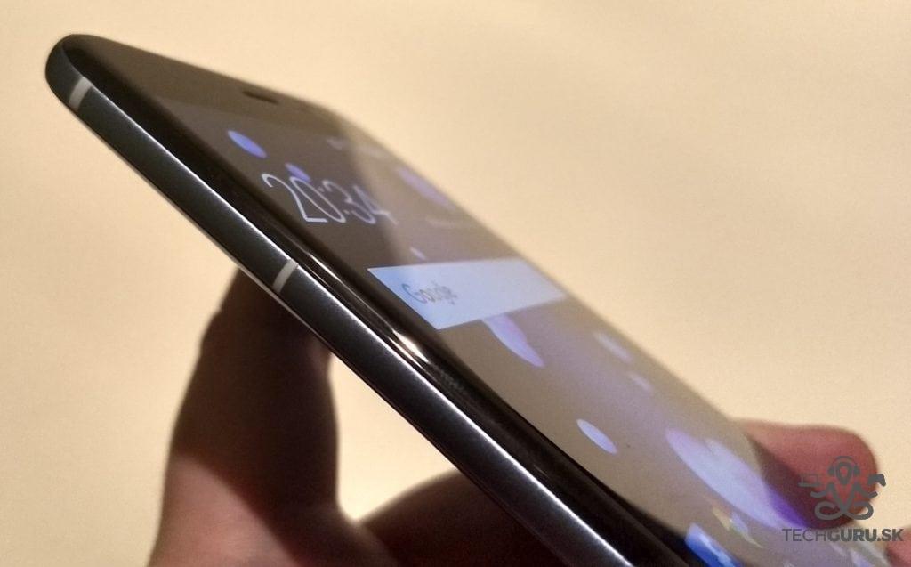 HTC U11 zaoblené hrany