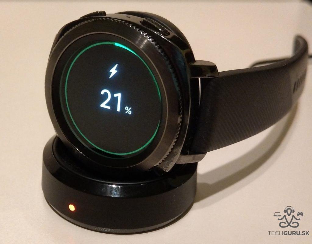 Samsung Gear Sport nabíjanie