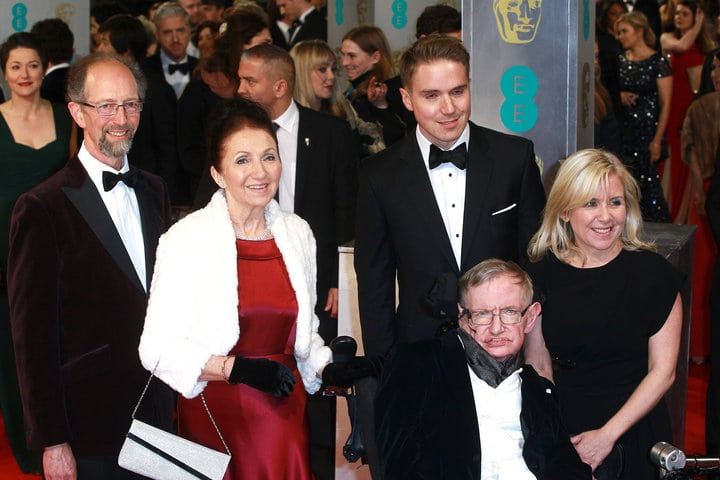 Dnes zomrel Stephen Hawking - rodina