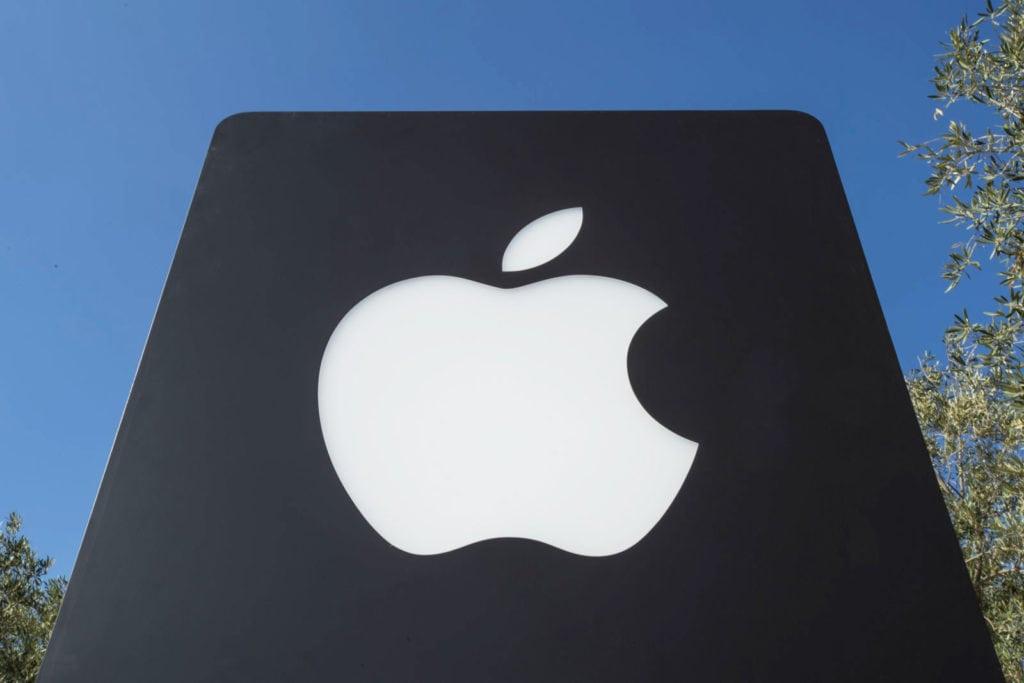 Apple prepustilo 29 ľudí pre únik údajov