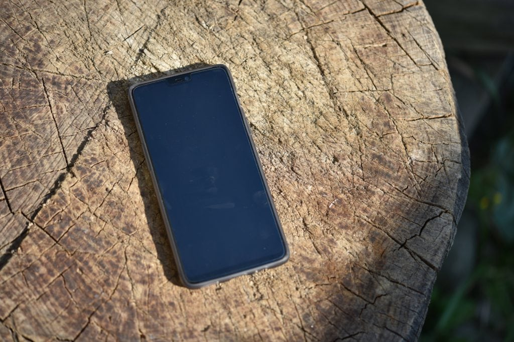 OnePlus 6 v pribalenom púzdre.