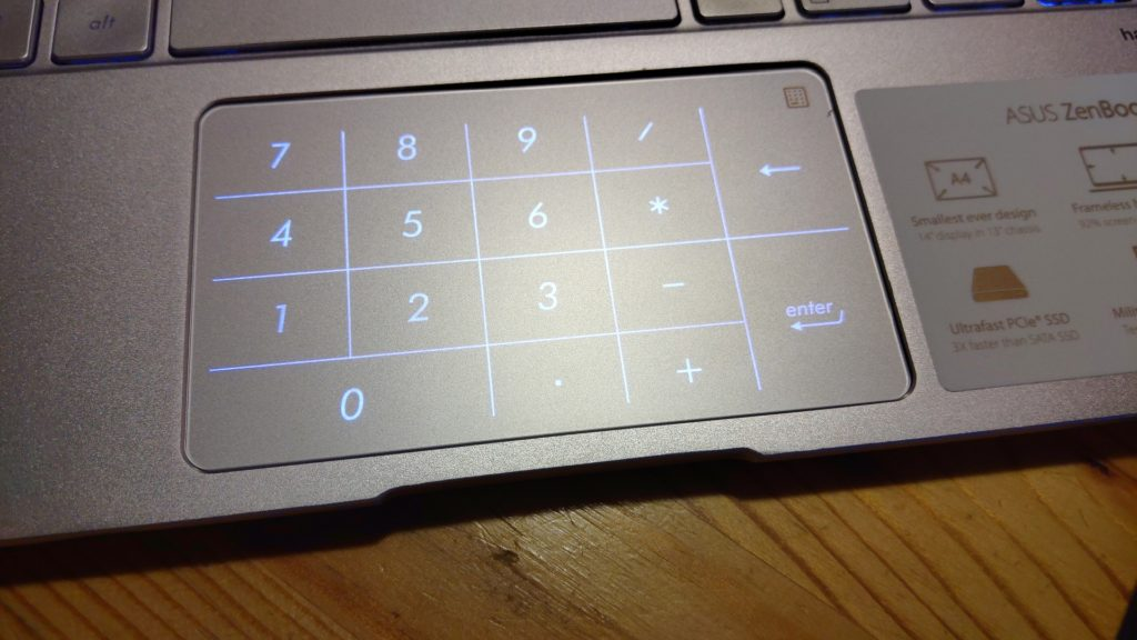 Asus ZenBook 14 recenzia numpad 01